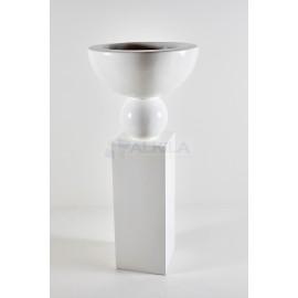 Copa blanca fibra sobre pedestal
