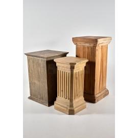 Columna o peana de madera